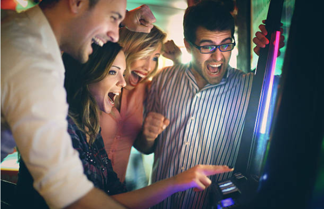 people playing online slots